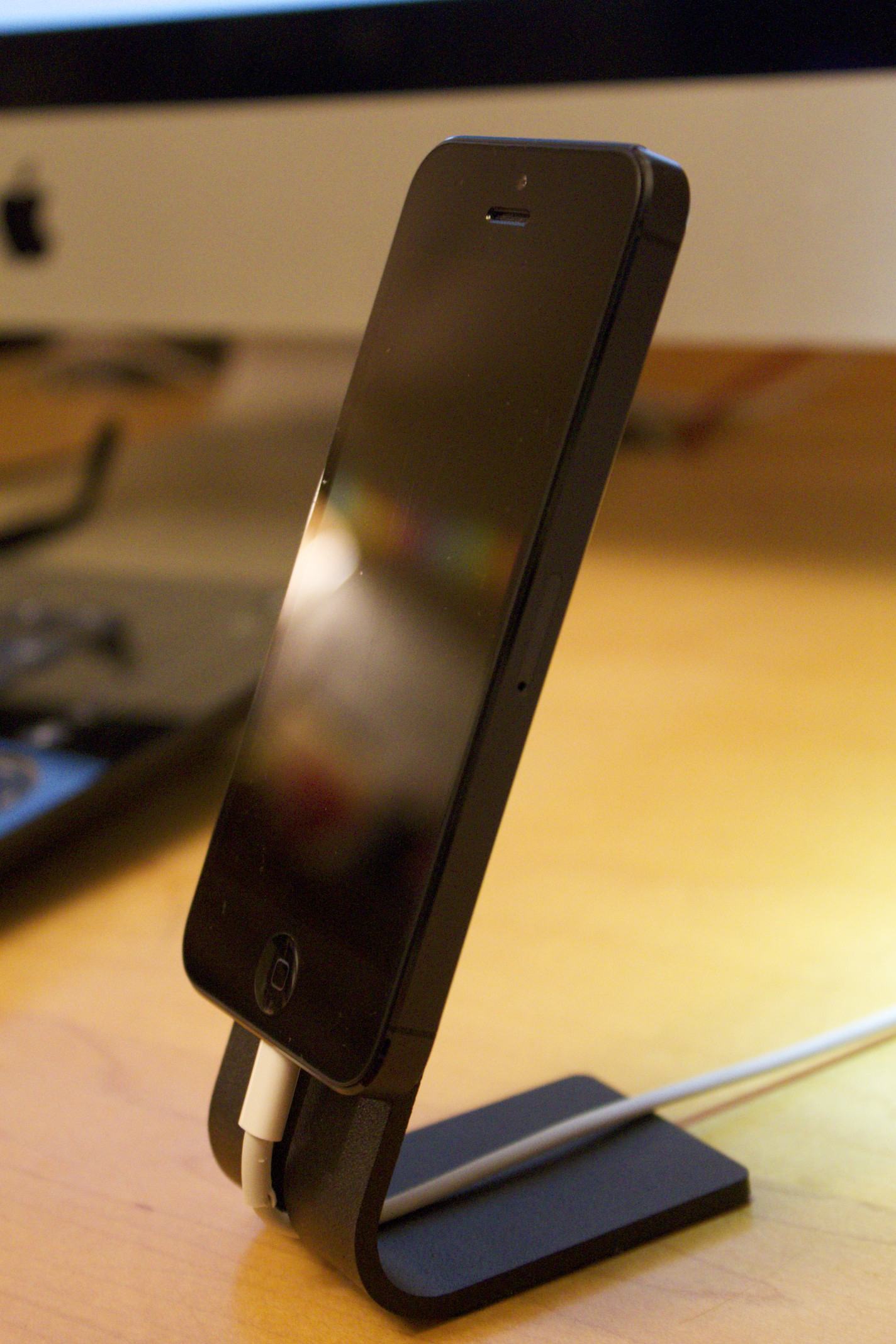The SETA Smartphone Stand in Action